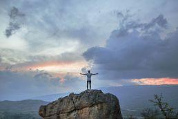 Freiheit Berge mit ausgestreckten Armen